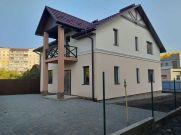 Продаж   Будинки, котеджі - Хмельницький,  Вишнева Цiна: 2 030 000грн. 74 656 $63 370 €(за курсом НБУ) Кількість кімнат:  6 Площа:  153/1/1 кв.м. - Будинки, котеджі на DIM.KM.UA
